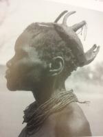 2)Hairstyle. Cuanhamas, Angola, 1935-1939. Arquivo Histórico Ultramarino